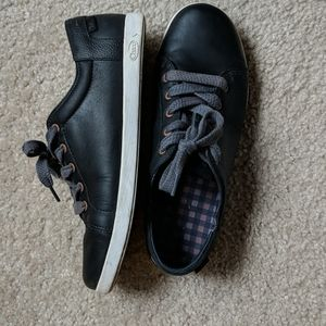 Chaco black leather sneakers lace up